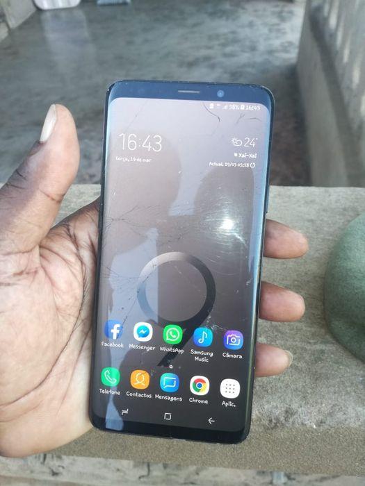 Samsung S9pluss com umas raixinhas nu LCD