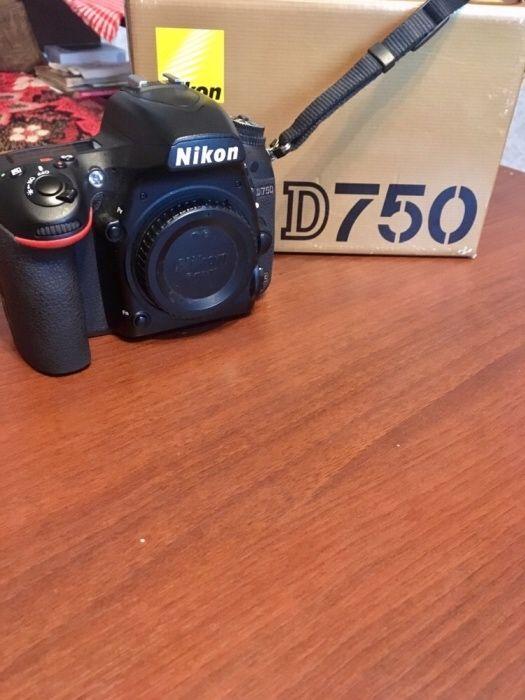 Nikon D750 + Lente 17-85 EF 4.0-5.6, 700.000kz