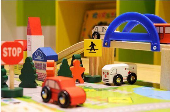 Детски дървен конструктор 40 части с релси,парк,надлез, дървени коли гр. Бургас - image 3