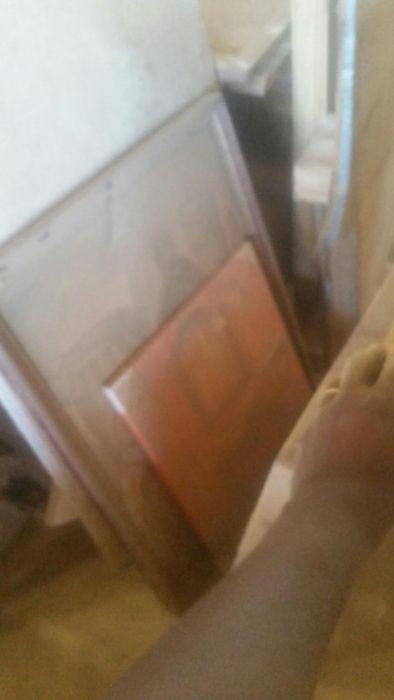 Portas e janelas de madeiras para residência ou armários , pregos.