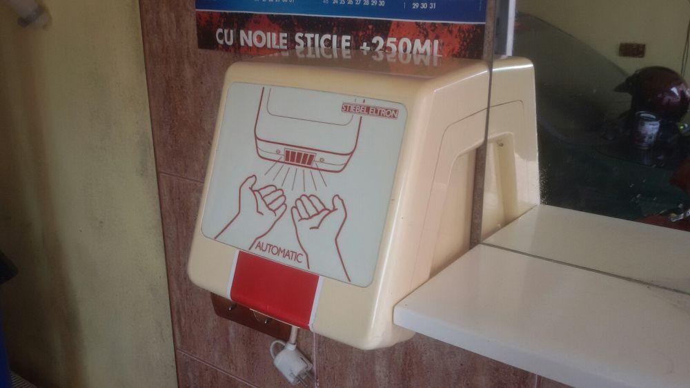 Uscator maini cu senzor