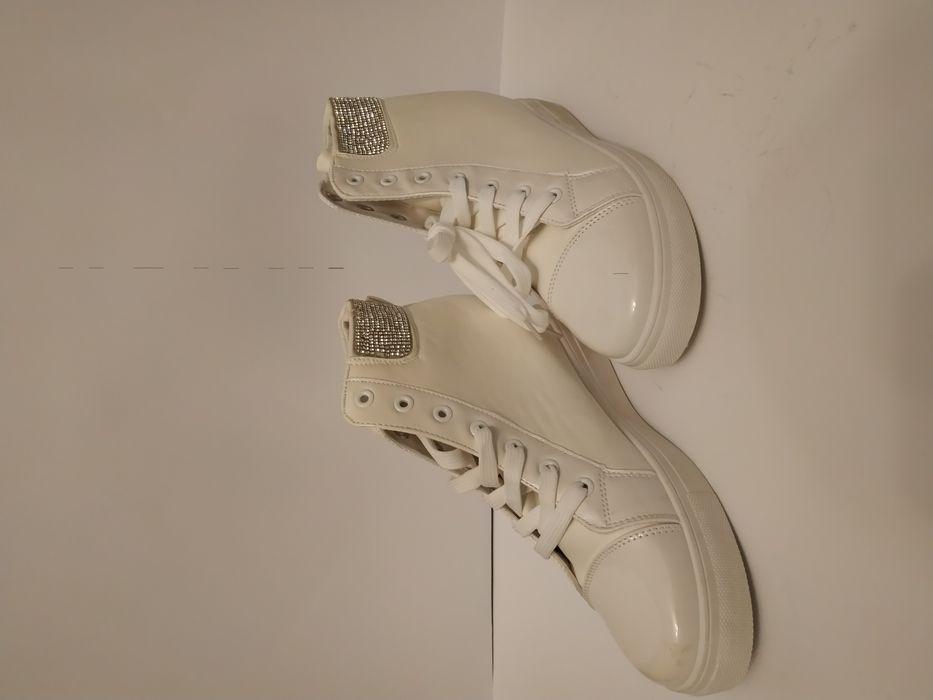 Бели дамски обувки 41