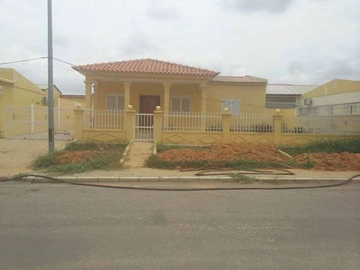 Vende-se está casa do tipo T3 no condominio porcelana