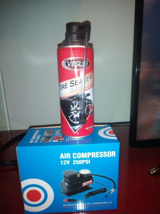 Vand compresor auto cu spray de urgenta
