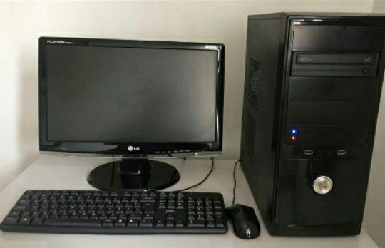Computador de mesa disponivel