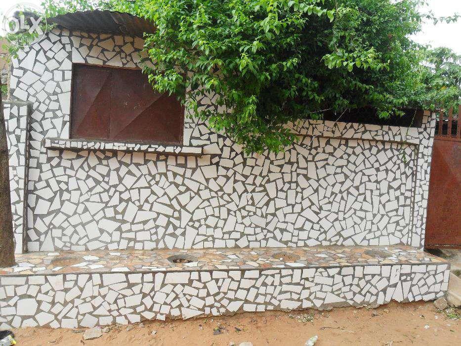 Vende-se/arrenda-se casa no bairro do maxaquene av. flpm Maputo - imagem 3