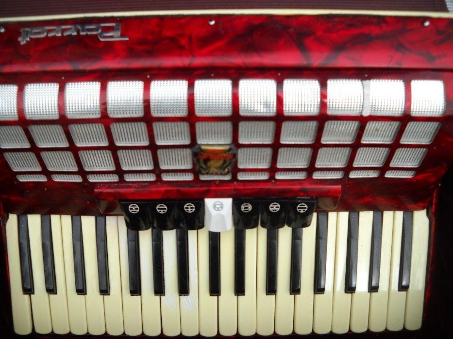vand acordeon parrot cu muzica scandalli tipul vechi, suna foarte tare