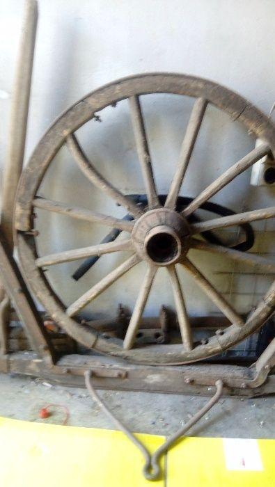 Стари колелета от каруца