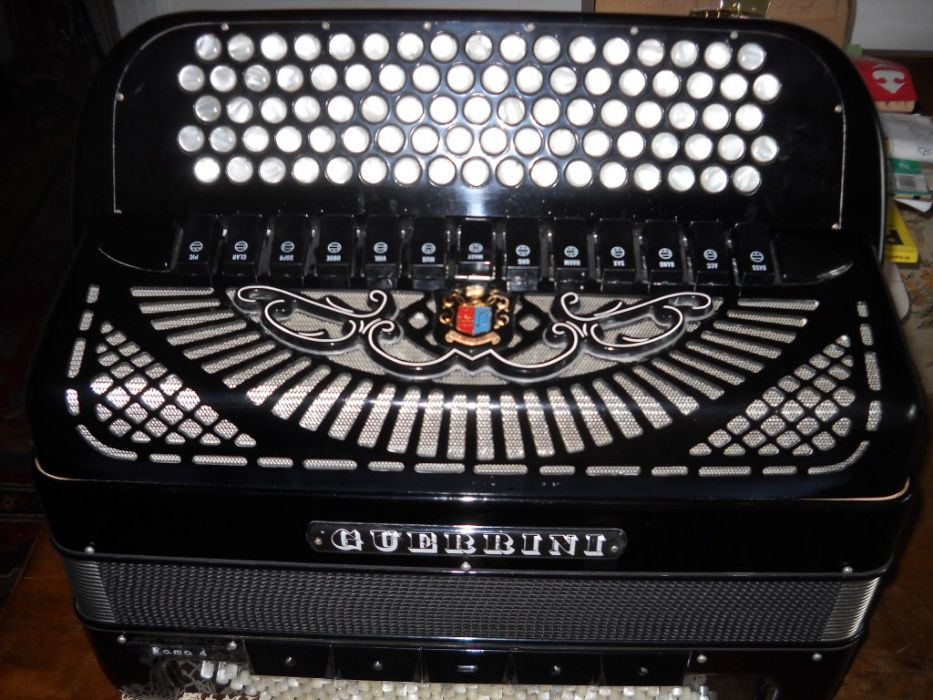 vand acordeon armonica guerrini ca nou cu pregatire midi