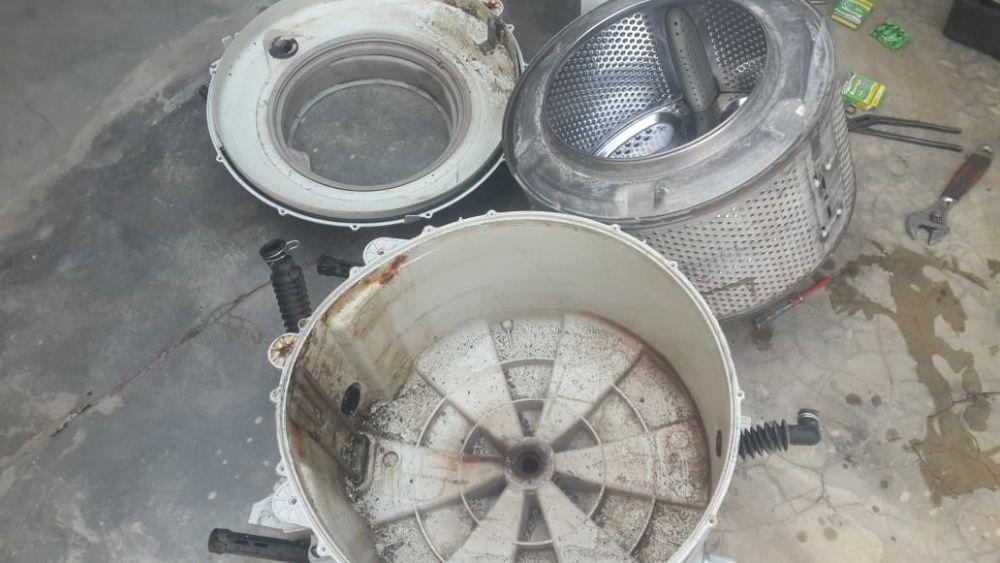 Reparador de máquinas de lavar roupa. Prestação de serviços