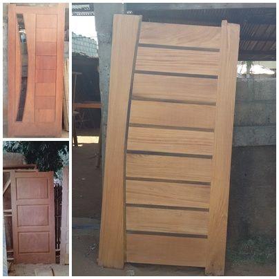 27- Portas a madeira maciça