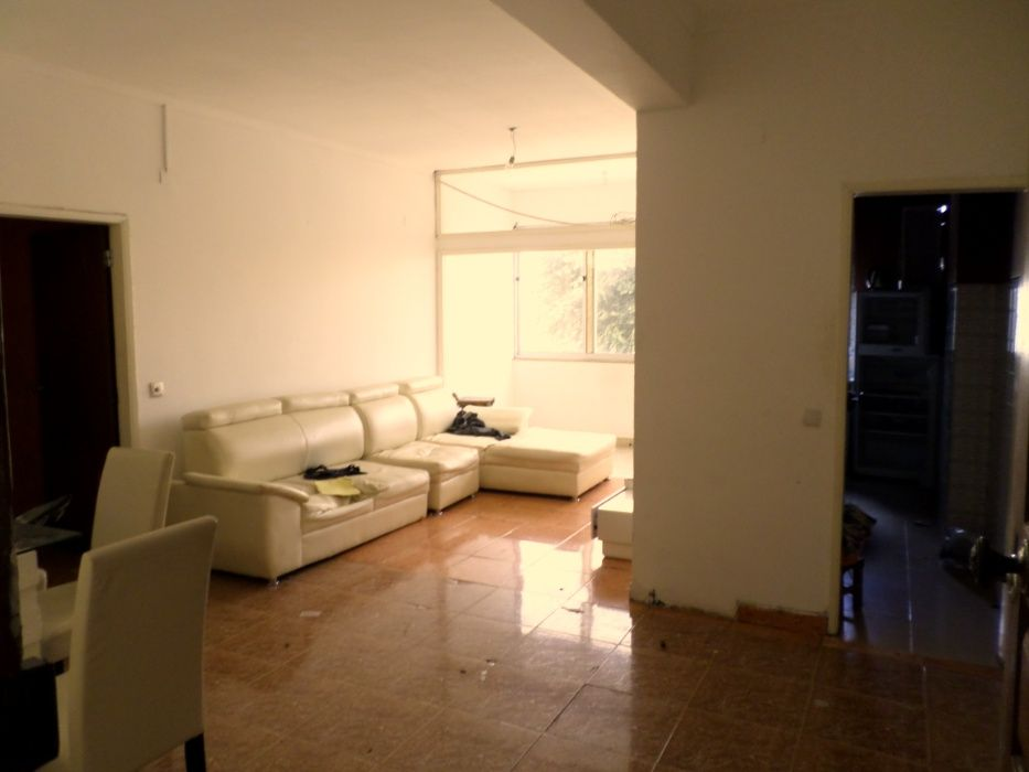 Apartamento T.2 à venda na Maianga.