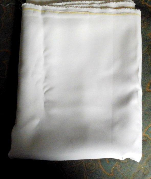 отрез костюмной ткани молочного цвета