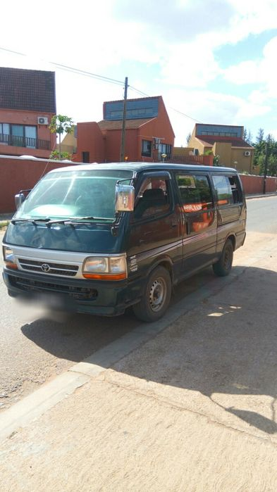 Vendo Toyota mini bus Clean