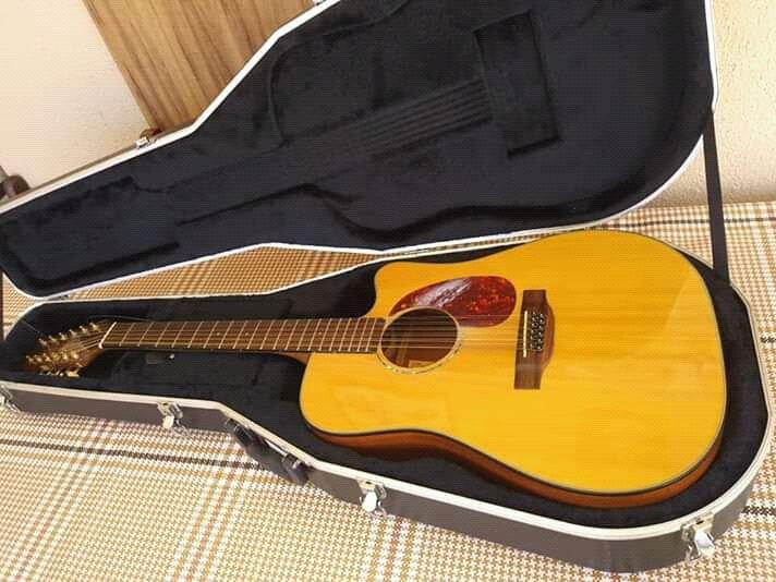 Guitarra acústica disponível