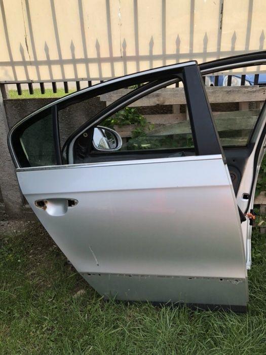 Usa dreapta fata, dreapta spate VW Passat b6!!!