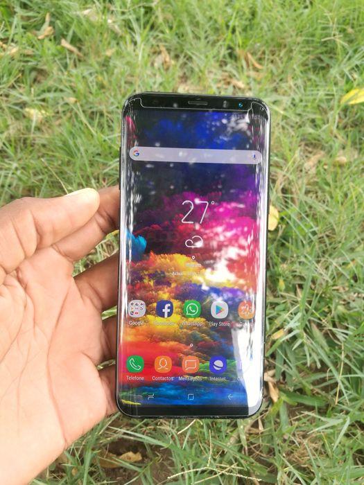 Galaxy S8 Plus 1s rachinhas de nada na parte de baixo