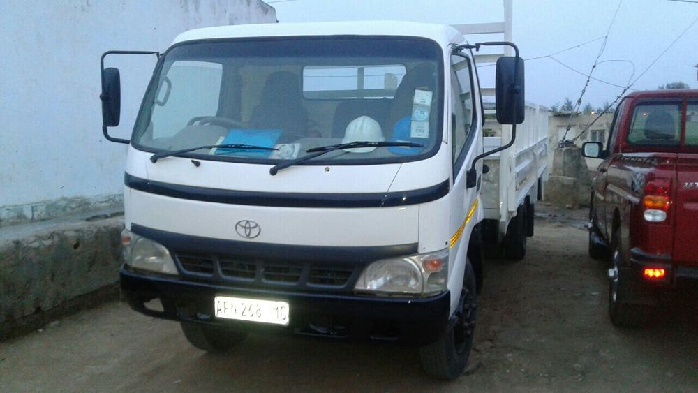 Toyota Dyna Bleck Berry...p.8.0