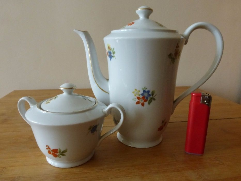 Чешки порцеланови чайник и захарница