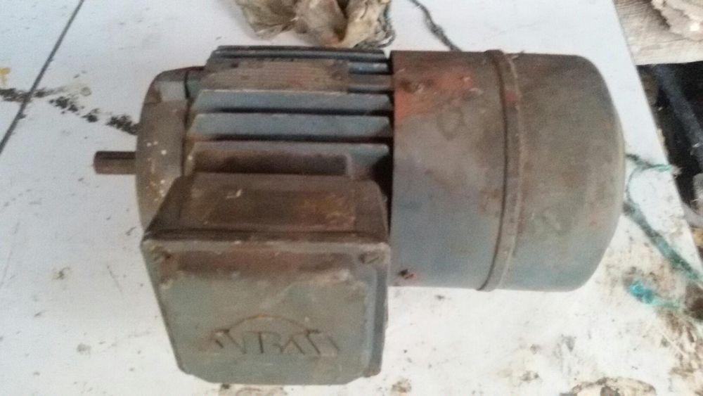 Трифазен двигател със спирачка
