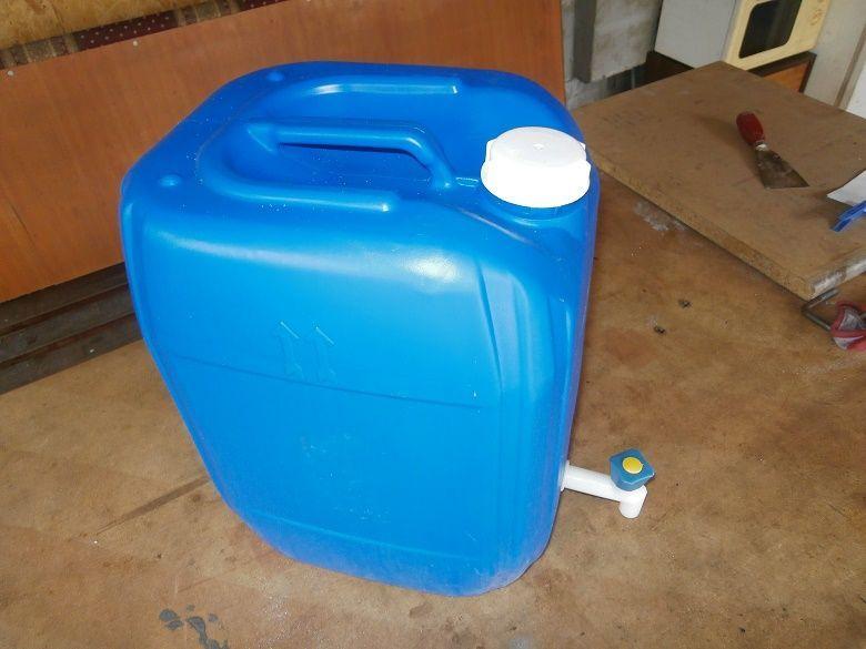 Туба за вода с кранче за кемпери и каравани.