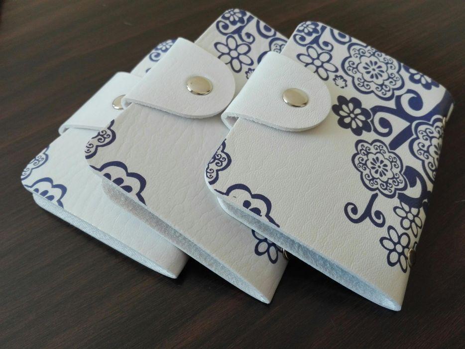 Port carduri pentru femei culoare alb cu albastru