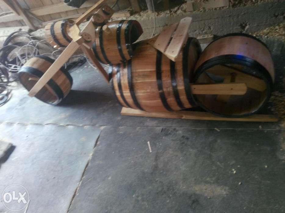 Motocicleta butoi lemn