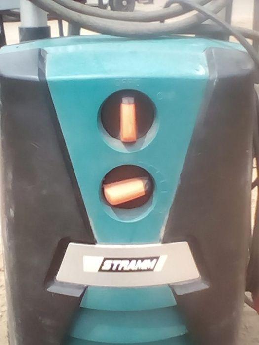 """Máquina de lavar à Pressão, o tamanho medio, marca """"STRAMM"""""""
