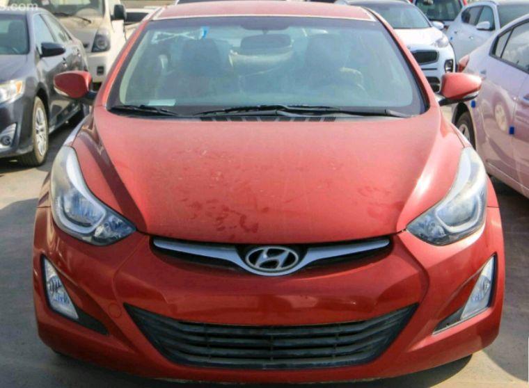 Hyundai Elantra Esta A venda