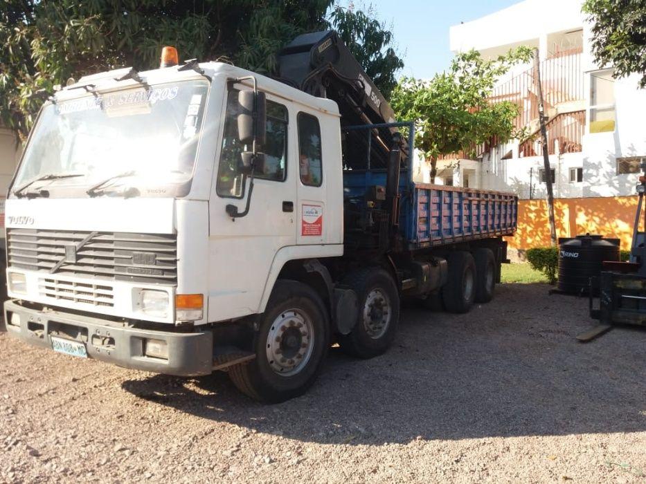 Camião e Grua de 12 toneladas