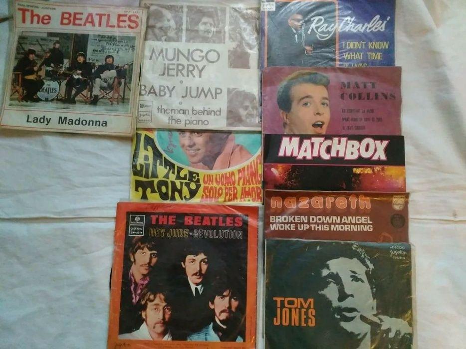 Ретро грамофонни плочи на сръбска, македонска, рок и поп музика