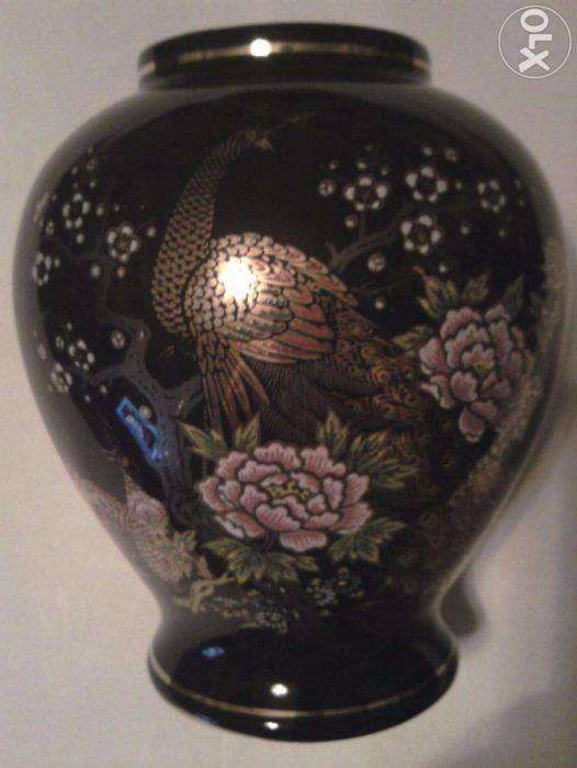 Vaza Japonia aur coloidal pauni si flori