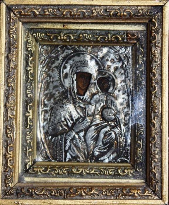 Icoana pictata pe lemn, ferecata in metal cizelat, incadrata in 2 rame