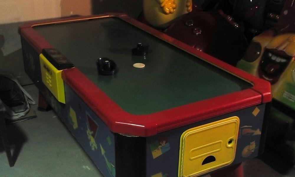 Air hockey table arcade machines