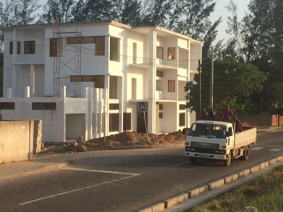 Mahotas 50x100.Vedado Maputo - imagem 5