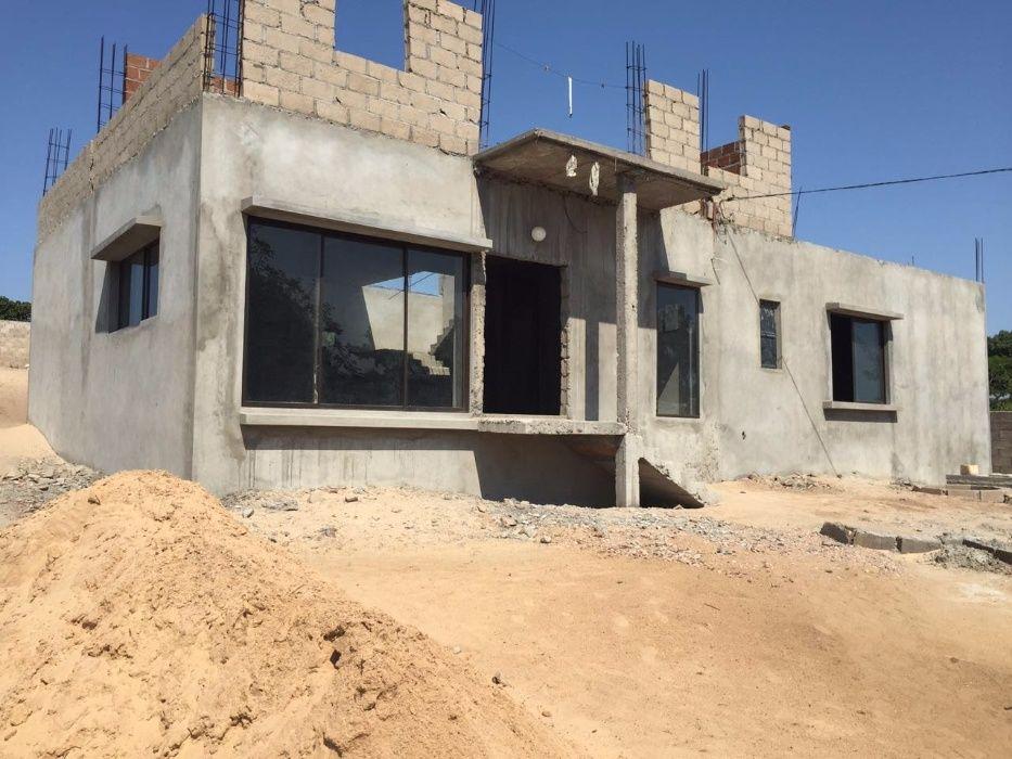 Boa casa (obra) a venda no Agostinho Neto