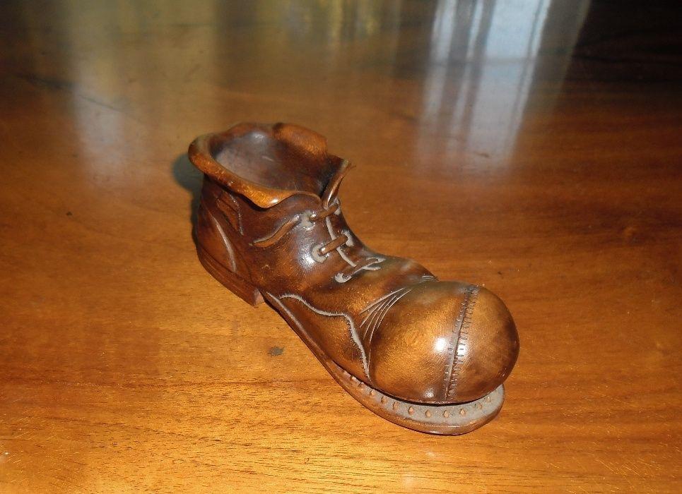 """Sculptură lemn """"Pantof"""", din anii 1970."""