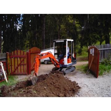 Închiriez utilaje stivuitor,Sapat-uri,apa,mini-excavator,spart beton