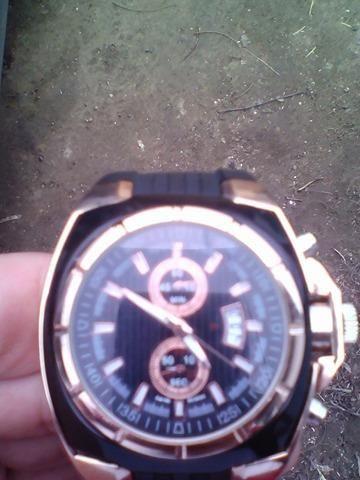 Iesi in evidenta cu acest ceas