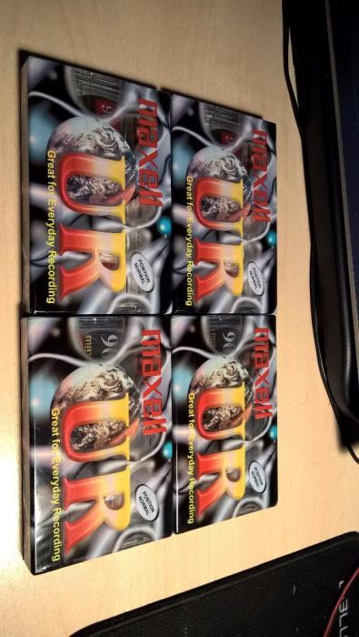 Vand casete Maxell UR 90 noi