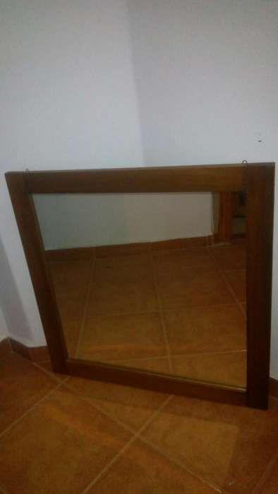 Oglinda 70x70 rama lemn
