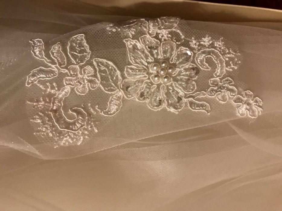 Дълго було с красива бродерия, закупено от Bridal fashion