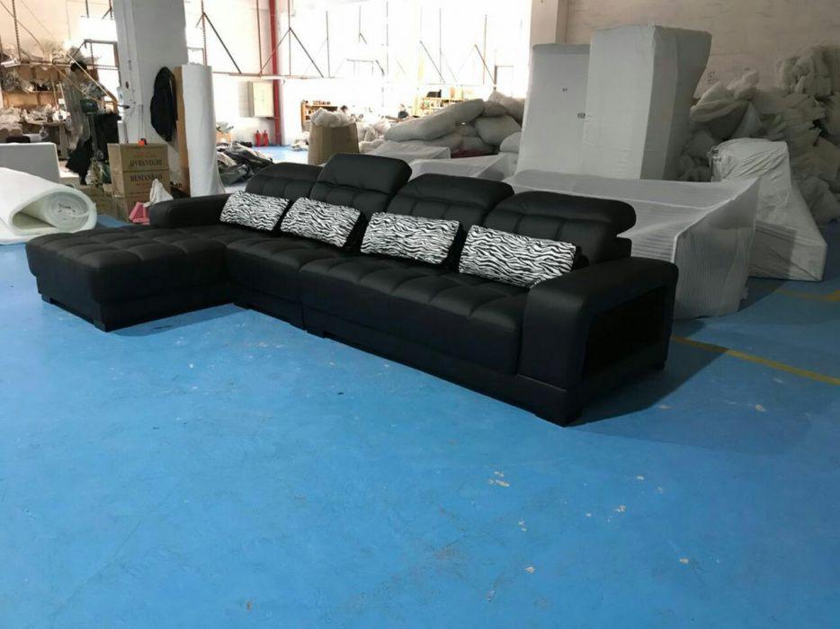 Sofa L cor preto em couro com almofadas.direto entrega ao domicílio.