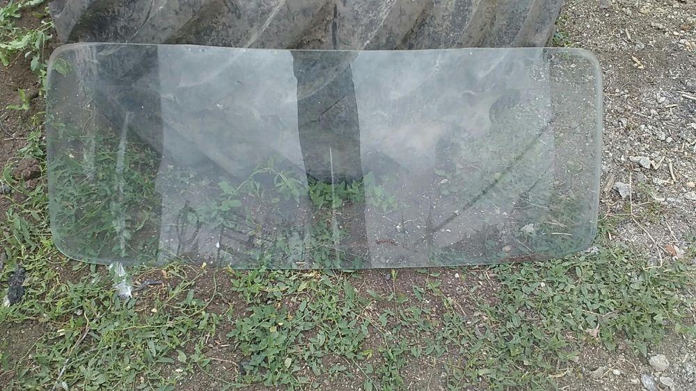 Продам лобовое и заднее стекла Москвич 403-407