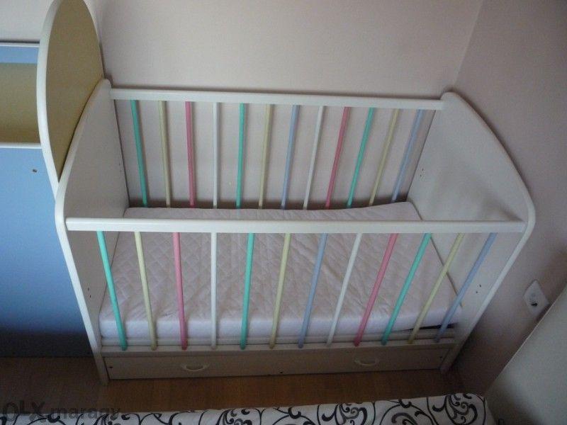 Детско креватче с матрак с шкаф за повиване Дибо
