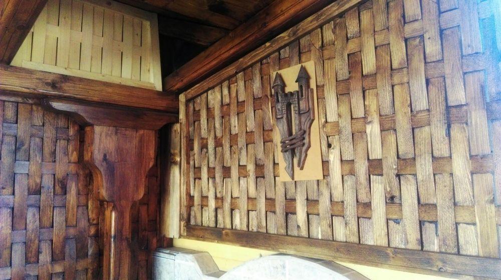 Дървени навеси беседки и градинска декорация