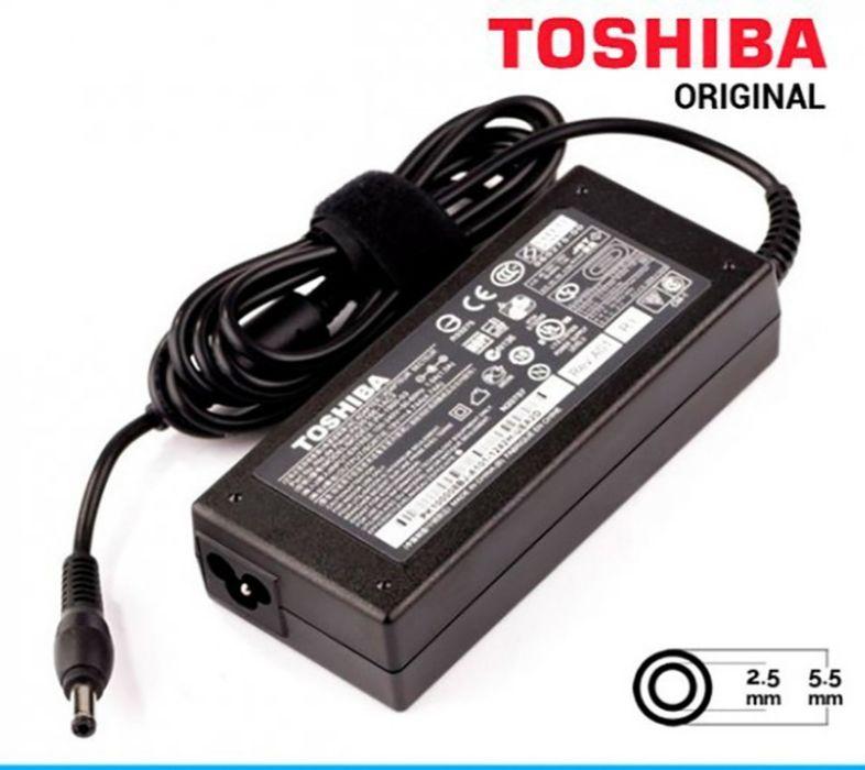 Carregador de laptop marca Toshiba