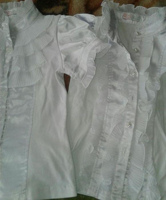 Продам на девочку школьные блузки