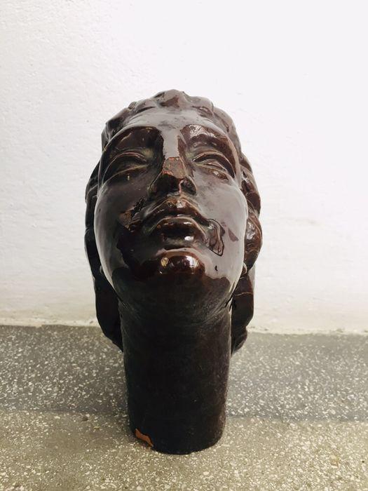 "Sculptura ceramica ""Făt Frumos"" sculptor consacrat, Paciurea."