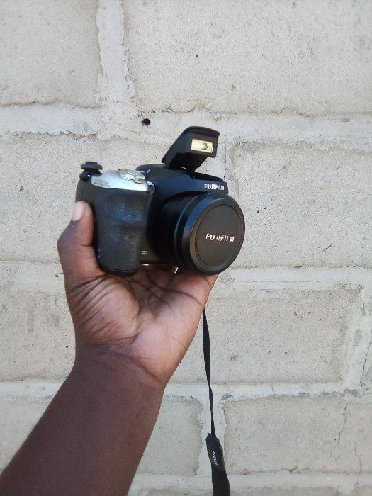 Câmera FujiFilm semi profissional grava vidio e fotos tem audio